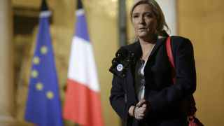 Marine Le Pen en la rueda de prensa del Palacio del Elíseo este domingo.