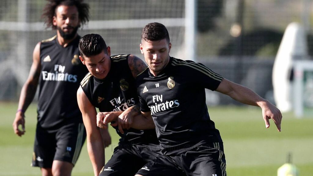 Jovic y James Rodríguez, en un entrenamiento del Real Madrid